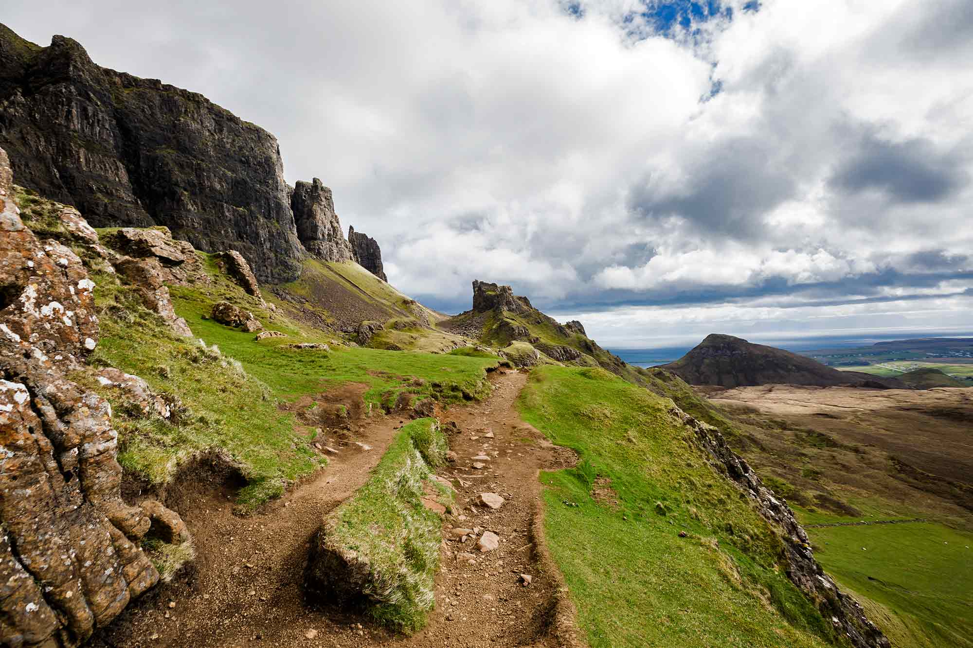 The landscape while hiking along the Quiraing. © ULLI MAIER & NISA MAIER