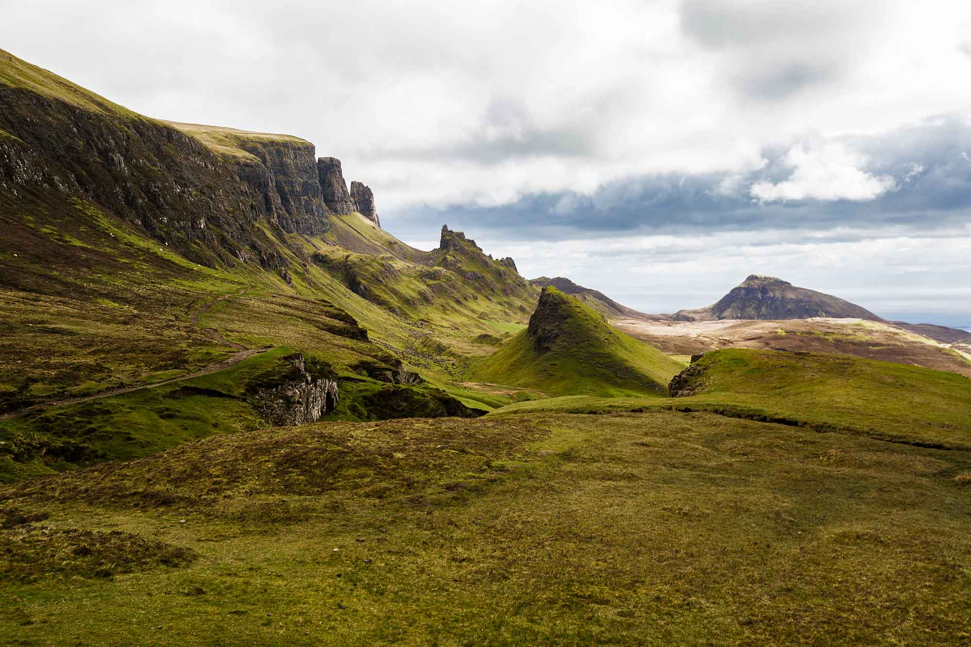 The landscape while hiking the Quiraing. © ULLI MAIER & NISA MAIER