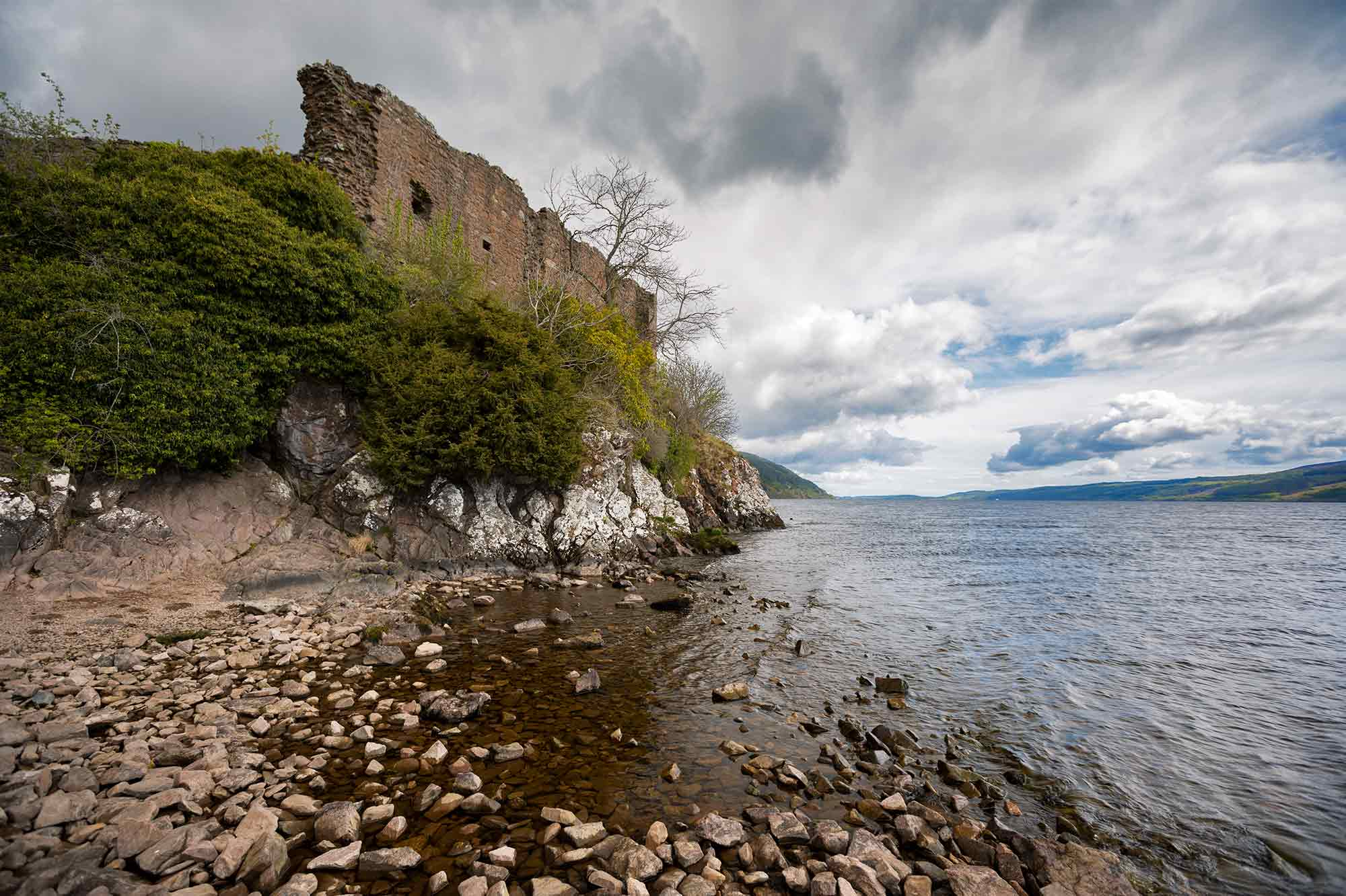 Urquhart Castle sits beside Loch Ness in the Highlands of Scotland. We expected much more of both, but neither Loch Ness nor the castle really impressed us. © ULLI MAIER & NISA MAIER