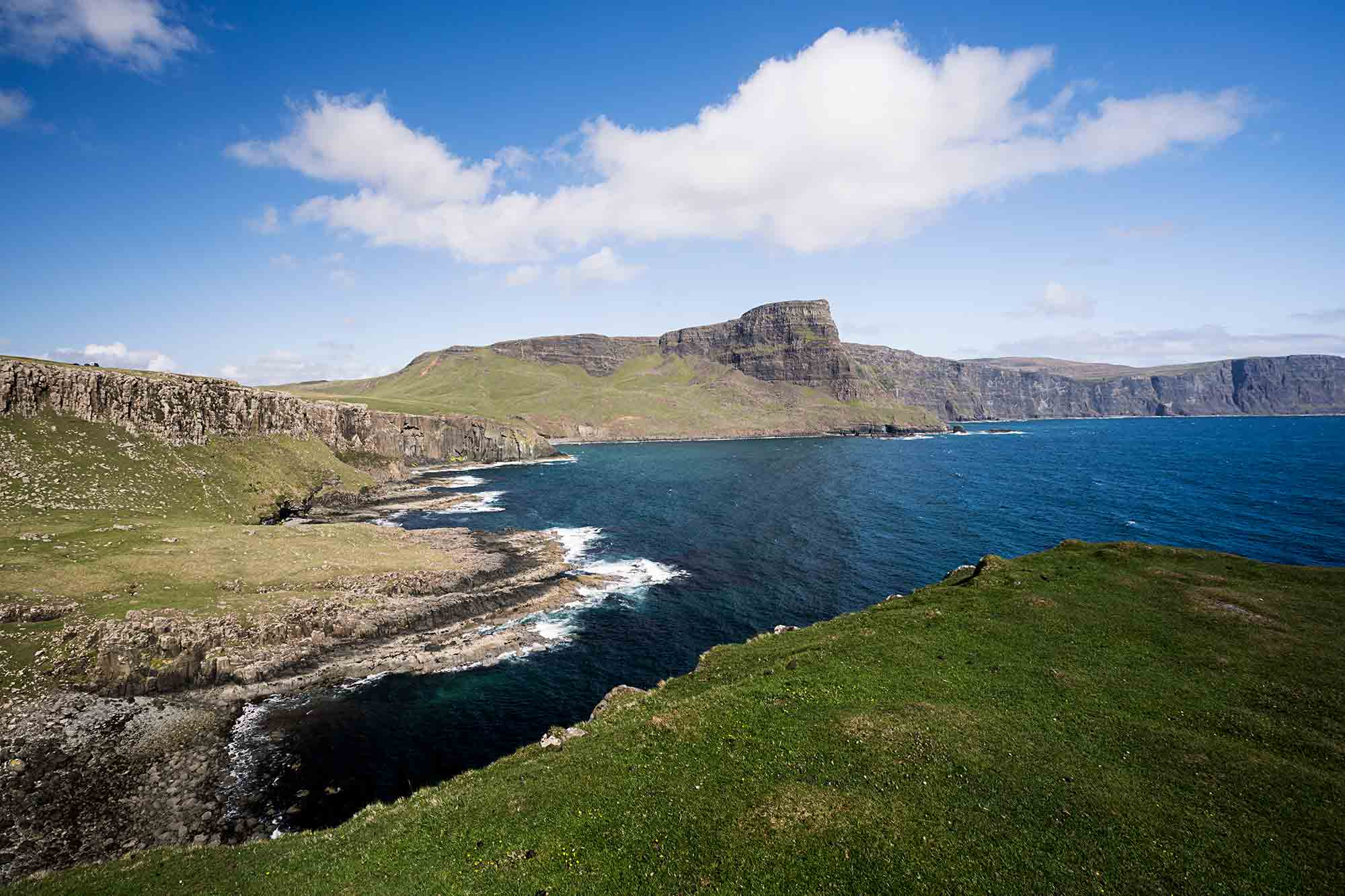 The landscape around Neist Point is just as beautiful and should be well looked at as well. © ULLI MAIER & NISA MAIER