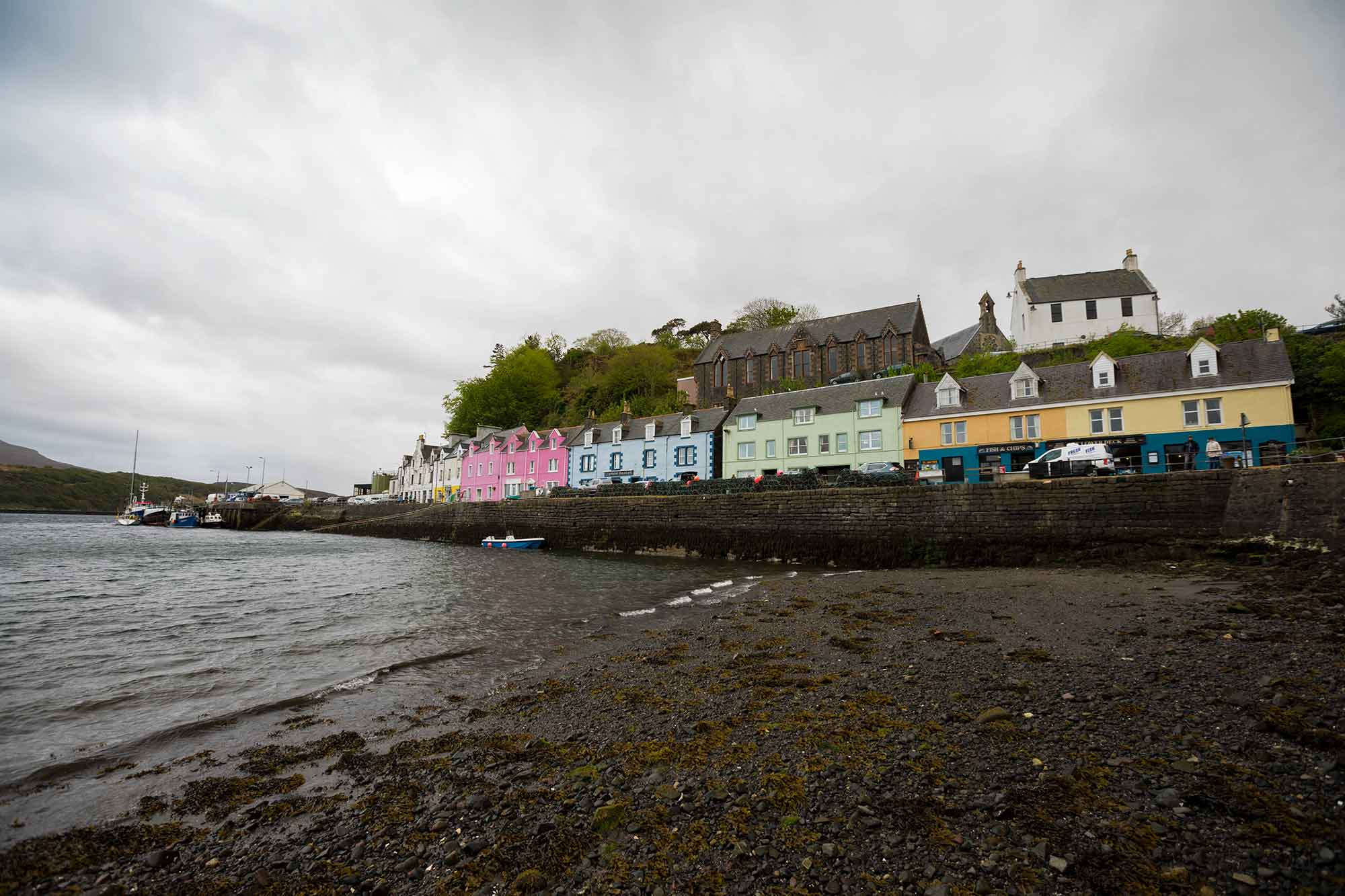 Portree is a beautiful fishing village and can't be missed when on the Isle of Skye. © ULLI MAIER & NISA MAIER