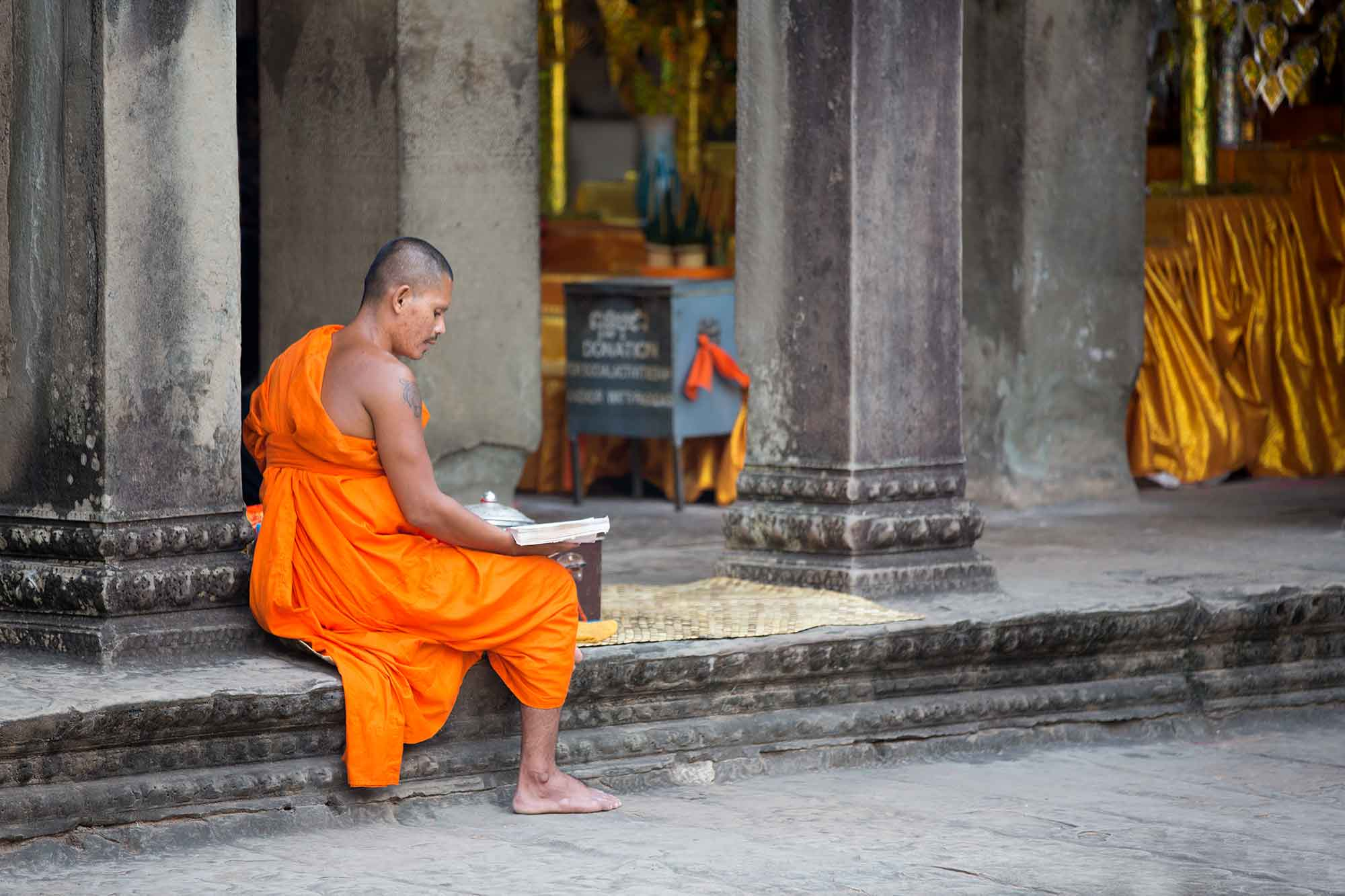 Angkor Wat was once an important Buddhist shrine, so a visit to the temple is a pilgrimage for monks. They come from within Cambodia and from all over the world. © ULLI MAIER & NISA MAIER
