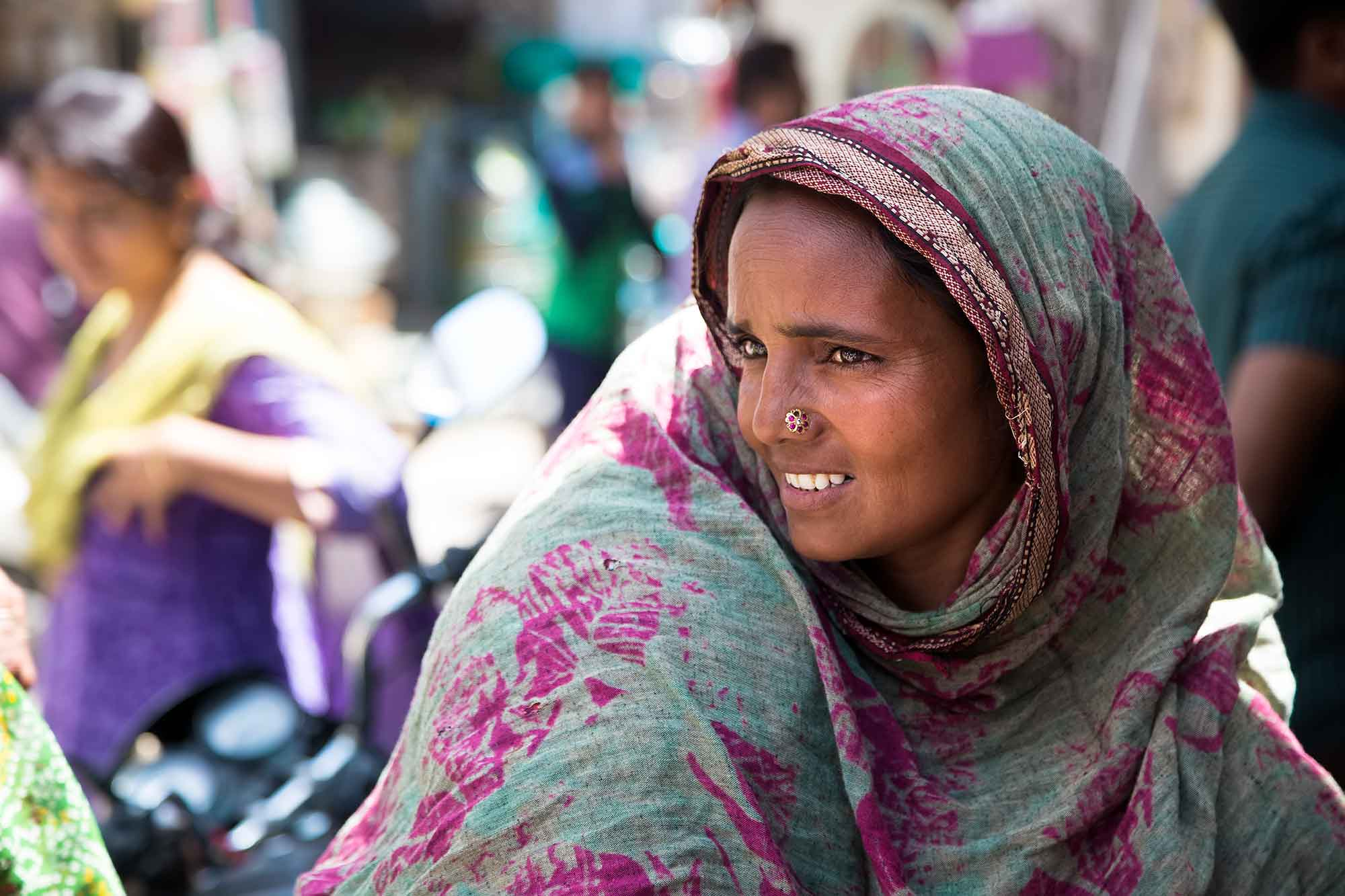 portrait-market-woman-buhj-gujarat-india
