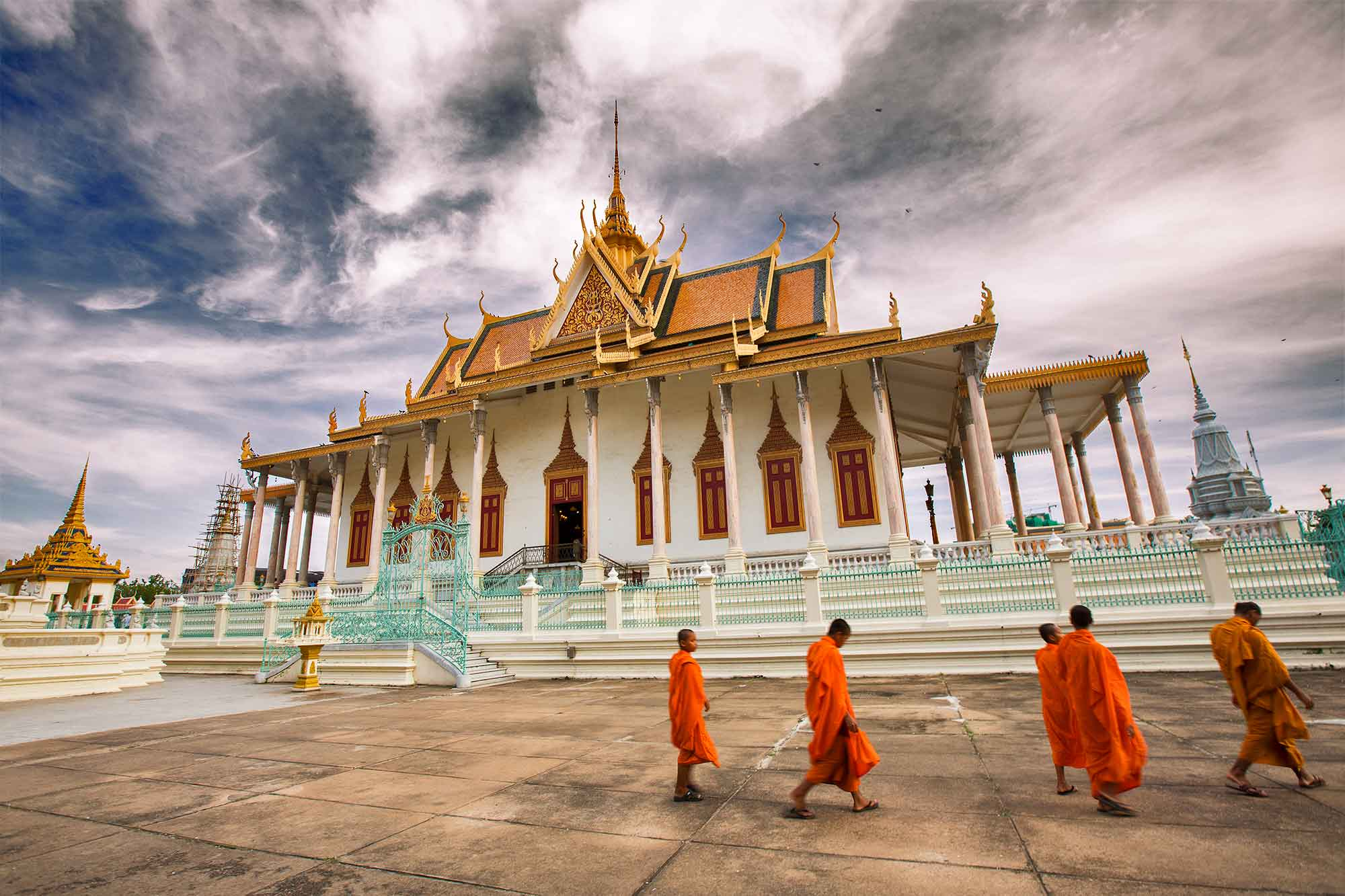 Monks passing by the Golden Temple inside the Royal Palace in Phnome Penh, Cambodia. © ULLI MAIER & NISA MAIER
