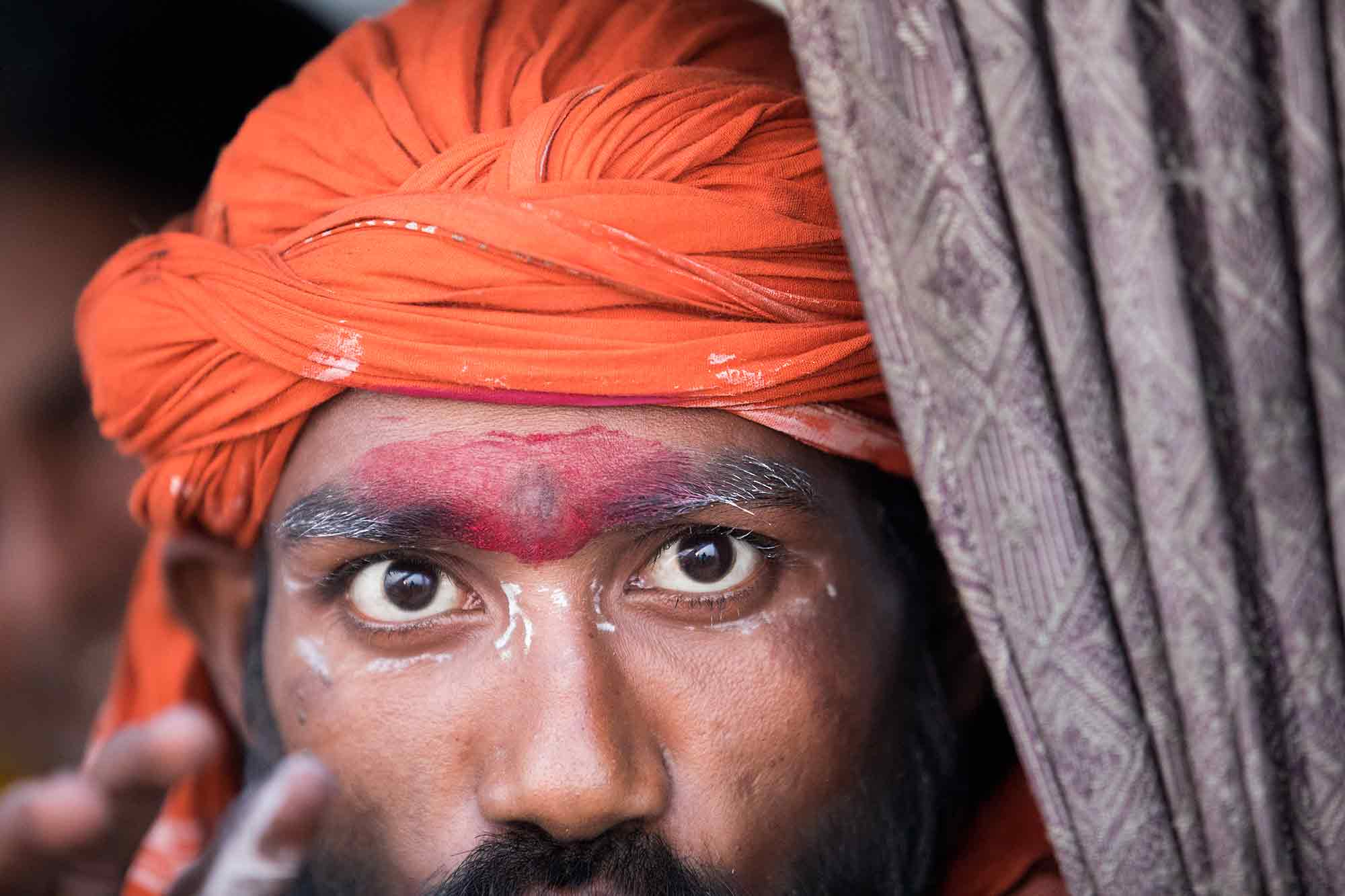 sadhu-eyes-varanasi-india