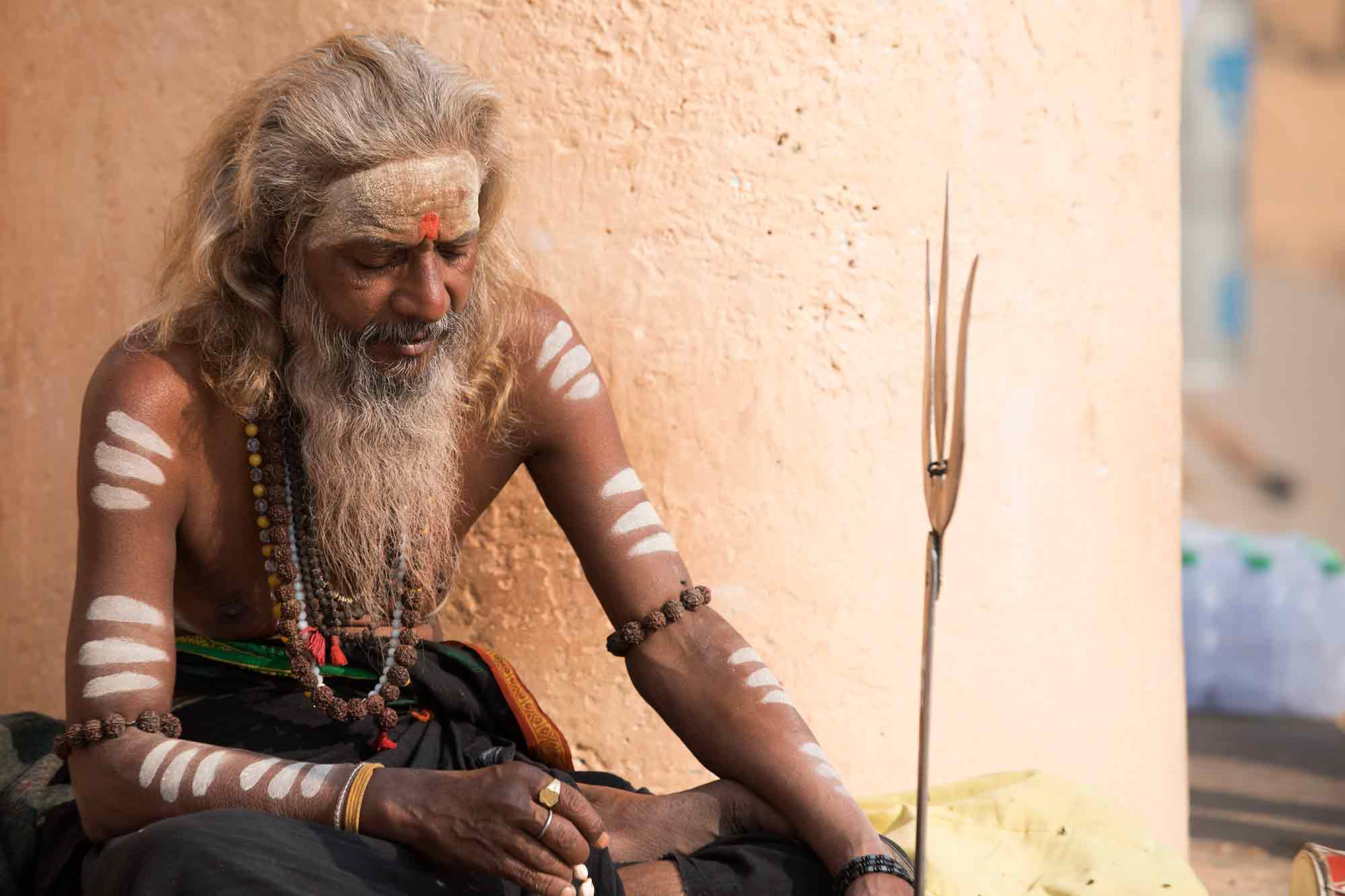 sadhu-varanasi-india-1