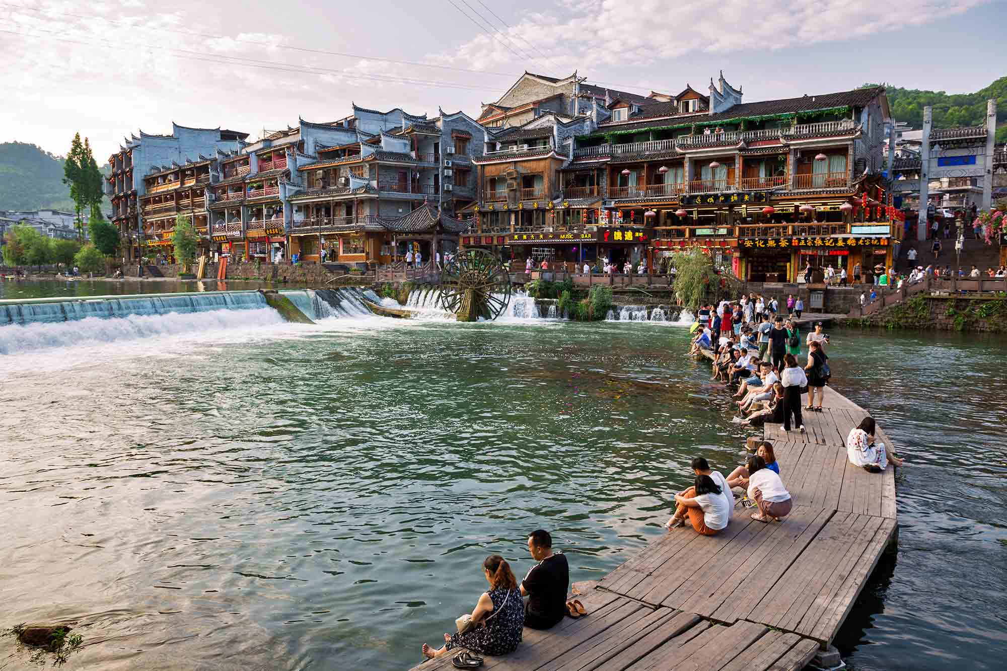 Tuojiang river crossed right through the town of Fenghuang. © ULLI MAIER & NISA MAIER