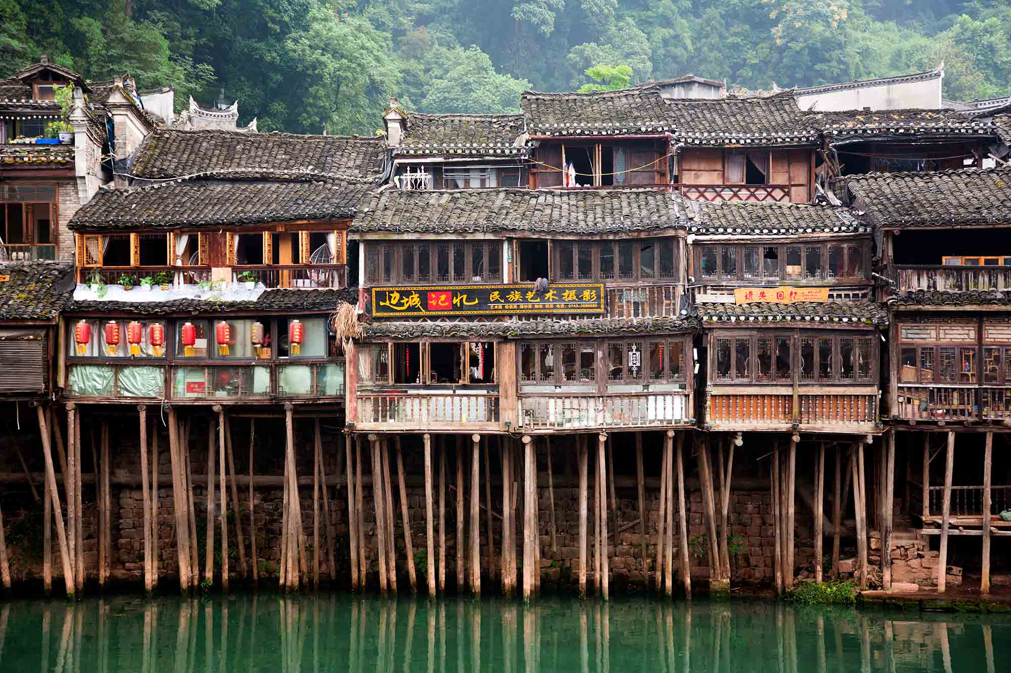 Fenghuang Town is a wonderful example of what villages were like prior to the onset of modernisation. Here dozens of alleys paved with flagstones run between the houses, each showing wear caused by the feet of generations of local people who have used them when going about their daily business. © ULLI MAIER & NISA MAIER