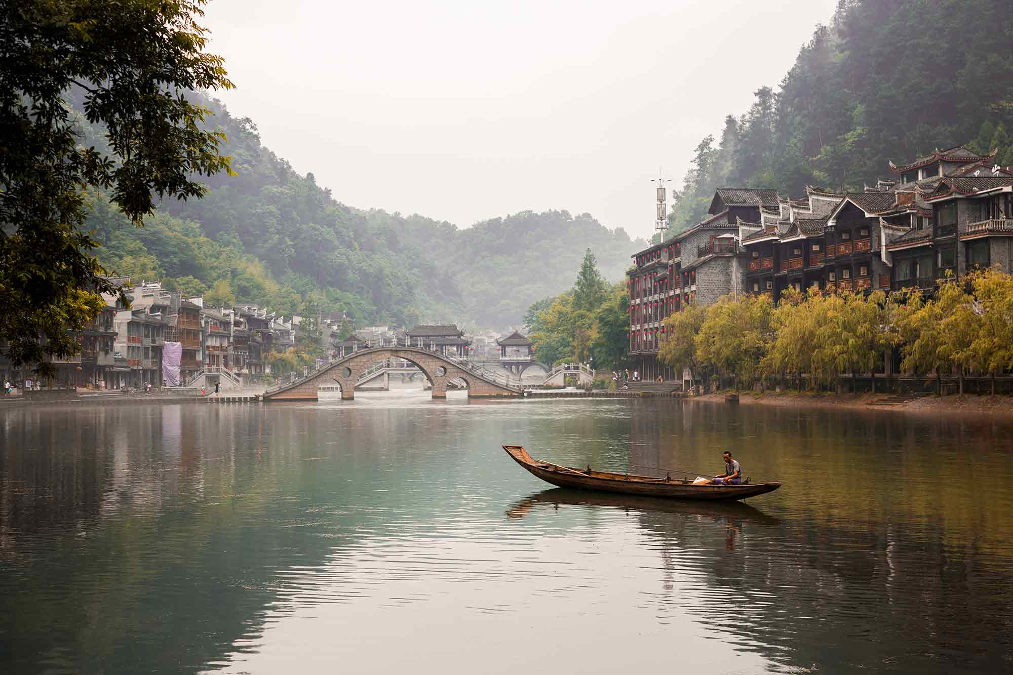 Although Fenghuang is visited by thousands of tourists each day, the calm atmosphere somehow decelerates daily life. © ULLI MAIER & NISA MAIER